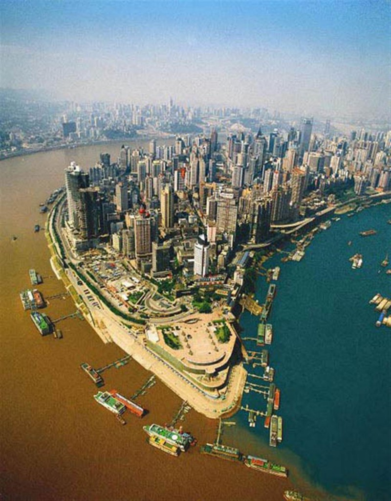 Sông Jialing và sông Dương Tử giao nhau tại thành phố Trùng Khánh, Trung Quốc.
